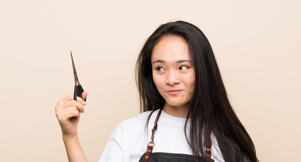 Tips Mudah Memotong Rambut Secara Mandiri di Rumah